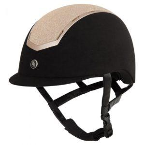 Sigma BR un casco de equitación con recubrimiento de microfibra y partes de fibra de carbono.