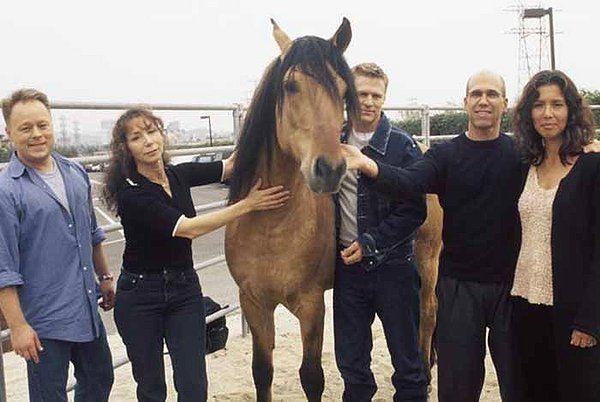 El caballo real que inspiró a Spirit junto al equipo de dirección de Dreamworks.