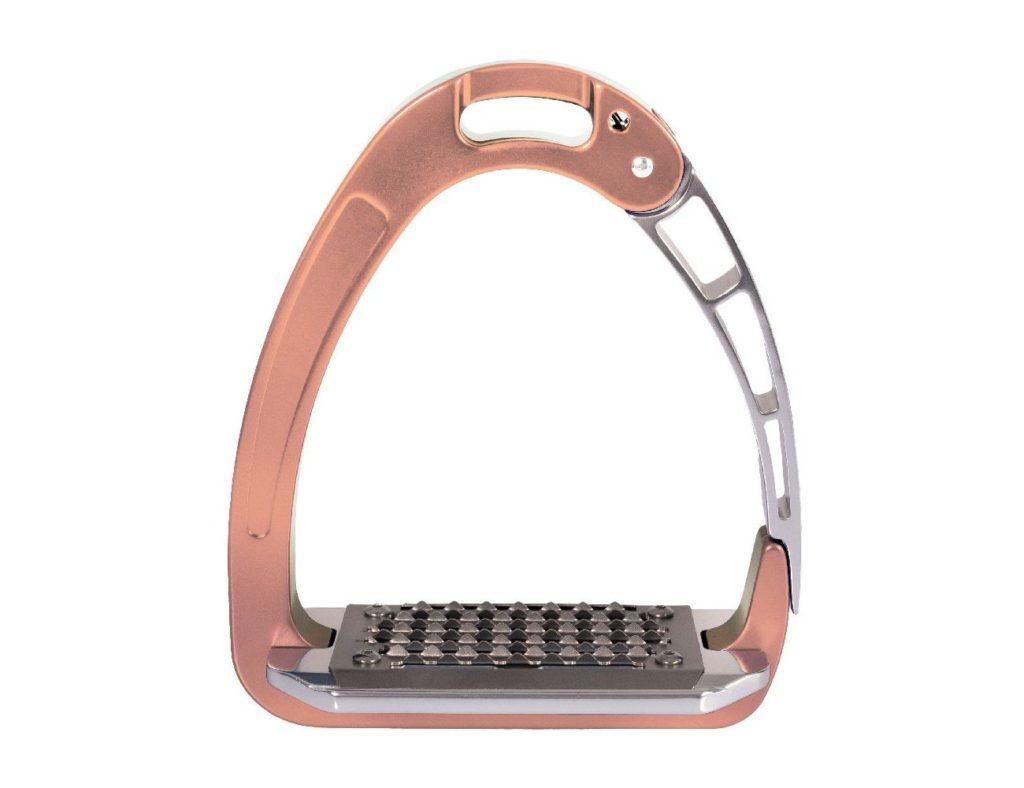 Estribos de doma de seguridad con el arco rosa metálico de la marca Acavallo.