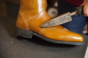 Cada bota es confeccionada de manera totalmente artesanal a medida de cada jinete