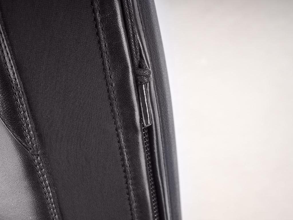La pequeña y estética cremallera de las botas Aries de EGO7.
