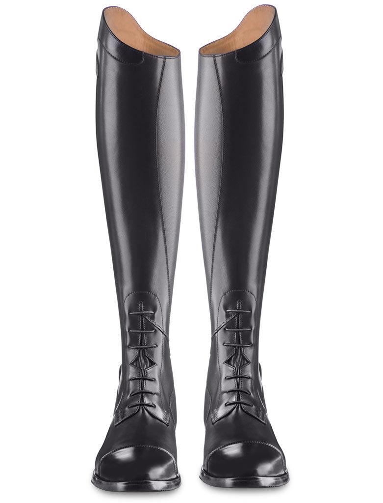 Las botas Orion de EGO7. Unas botas de equitación con cordones hechas de cuero negro.