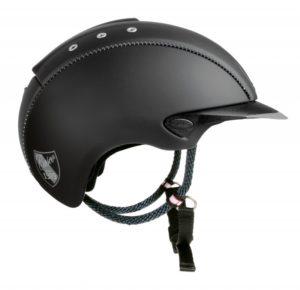 Un casco de equitación con un estilo informal, ventilación y rueda de ajuste.