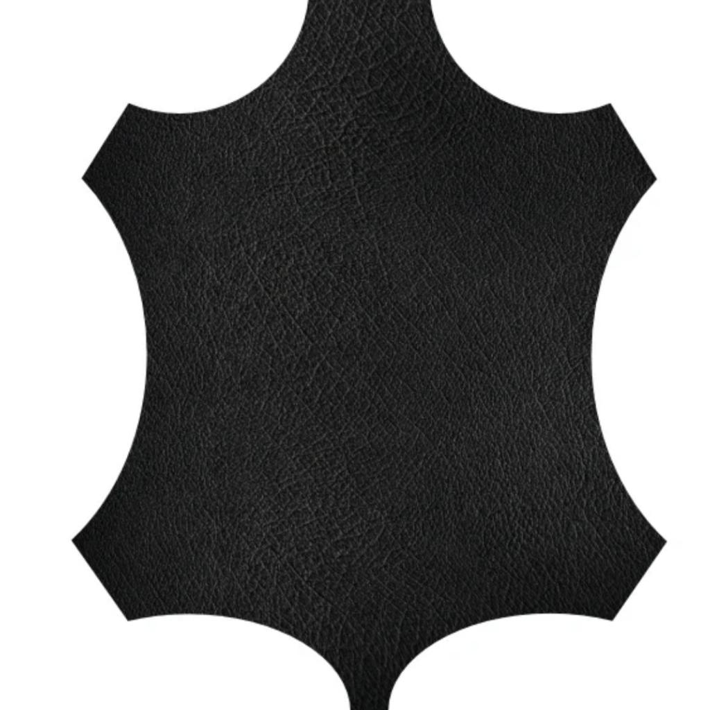 Una piel curtida de Canguro de teñida de negro. Un tejido muy bueno para crear guantes de equitación.
